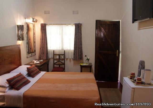 - Ngolide Lodge & Livingstone / Victoria Falls