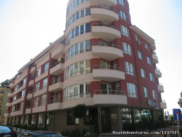 Building with resaurant Olives - Hotel Apartment Mladost in Sofia