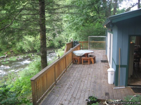 Romantic or family getaway on the river north santiam for Romantic cabins oregon