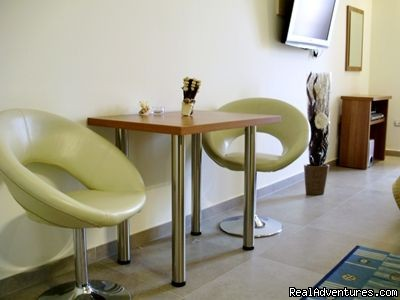 Studio apartment Exclusive Centre: Table&chairs