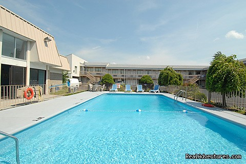 outdoor pool - Niagara Lodge & Suites, Lundy's Lane, Niagara Fall