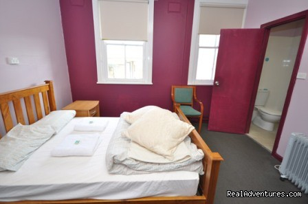 Double room with ensuite - Blue Mountains Backpacker Hostel