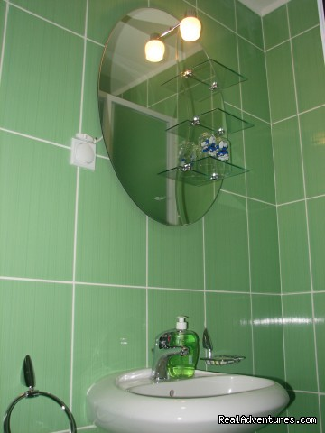 Green Bathroom - Lovely and Cozy St. George Apartments