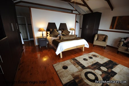 Brown Room. - Experience an African sunrise at Vista Alta.