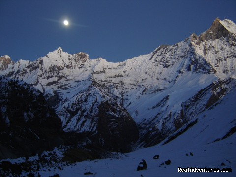 Responsible Adventures: Full Moon in te Annapurna Sacnctuary.