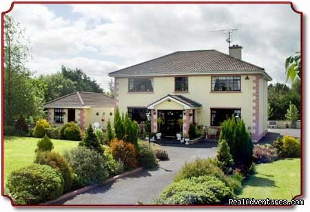 Welcome to WINDERMERE HOUSE; located near picturesque Islandeady and Bilberry lakes (boat hire available) with beautiful views of the mountains of north Mayo. Home away from home. Afternoon tea and homemade scones on arrival. Luxurious spacious home.