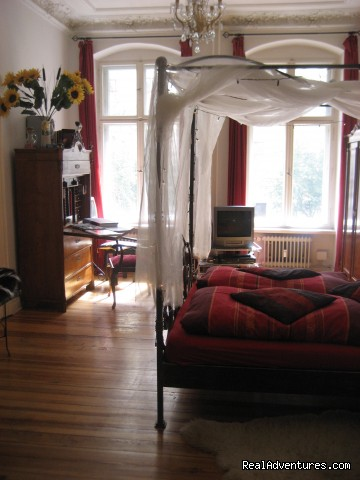 Guestroom, view from entry from the hall - Romantic Getaway with Four-Poster Bed in Berlin