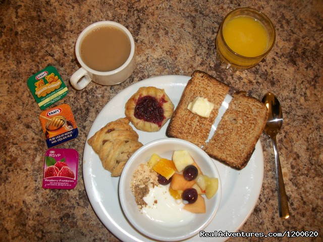 Complimentary continental Breakfast (#12 of 18) - Brewster's Mountain Lodge