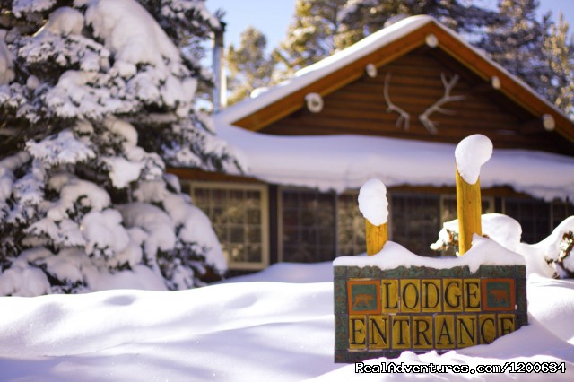 Lodge entrance - Storm Mountain Lodge and Cabins