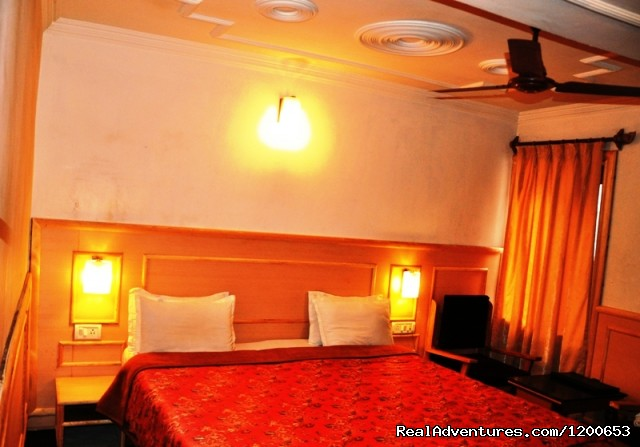 A Deluxe Room - Hotel Sadaf.