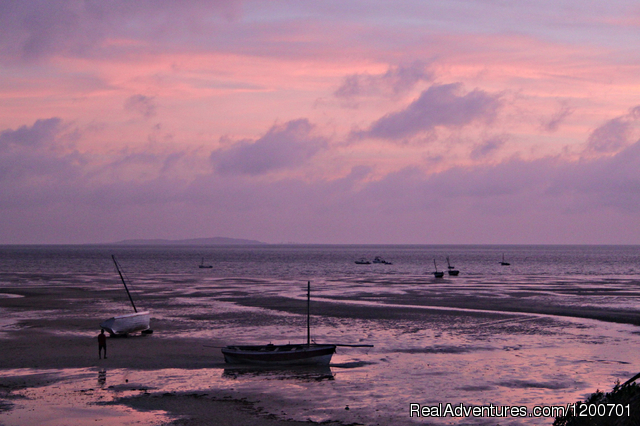 Breaking dawn at low tide - view from your house - Family holiday at Casa Chibububo Lodge, Vilanculos