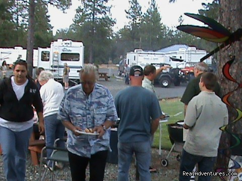 Comunity BBQ's - Lone Mountain RV Resort and Campground