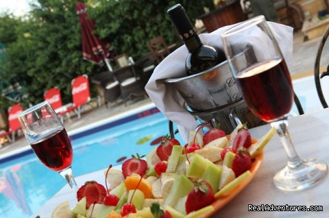 cocktails by the pool - fantastic family holidays at Hotel Yianna Agistri