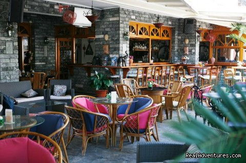 hotel bar area - fantastic family holidays at Hotel Yianna Agistri