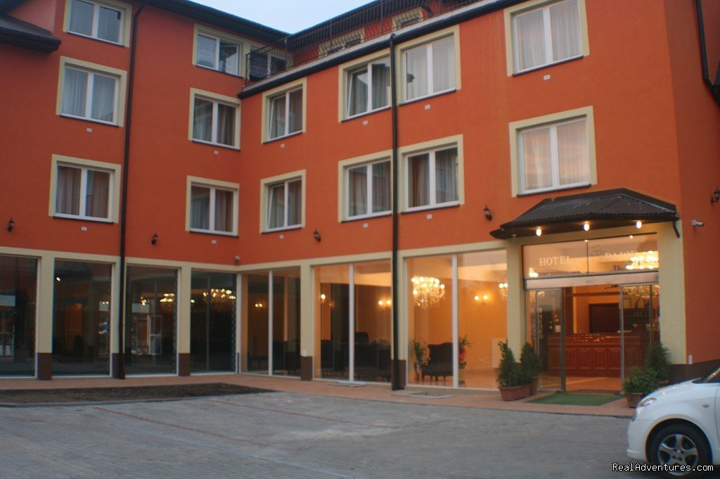 Hotel Daisy Superior*** offers comfortable double rooms. All room are equipment : bathroom-shower, TV with DVD player, safe, air conditioning, internet WIFI