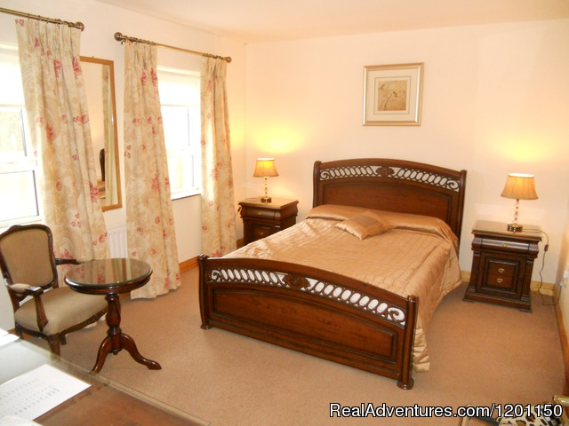 Double bedroom - Airport Manor Bed & Breakfast