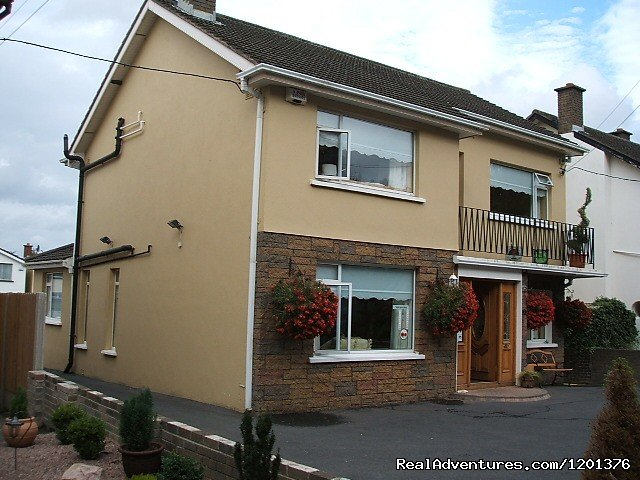 Award winning    4 Star accommodation located in center of Swords  Village with secure parking  Approx 7 mins from Airport Next to Pubs Restaurants and S.C.All Rooms Ensuite Tea n Coffee facilities,Hairdryer , TV +  complimentary WiFi  In all rooms