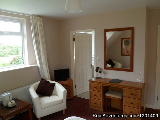 Double room with lake view (#4 of 12) - Heather Lodge..a home from home