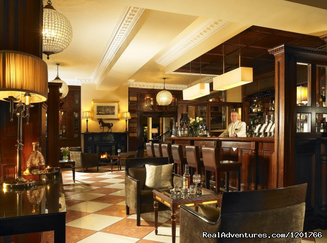 Manor Bar - Hayfield Manor Hotel