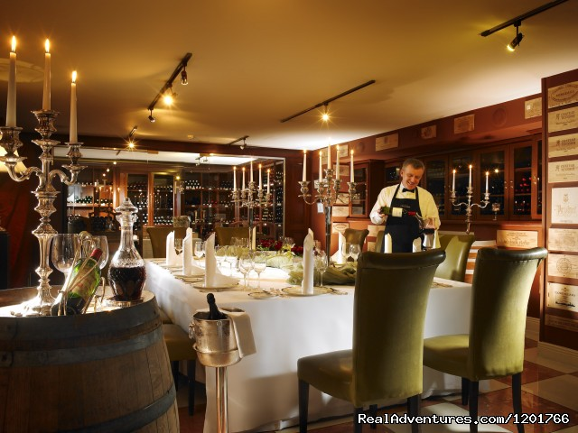 The Vine Private Dining - Hayfield Manor Hotel