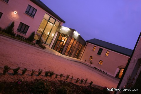 Castle Dargan Courtyard - Castle Dargan Golf Hotel Wellness,
