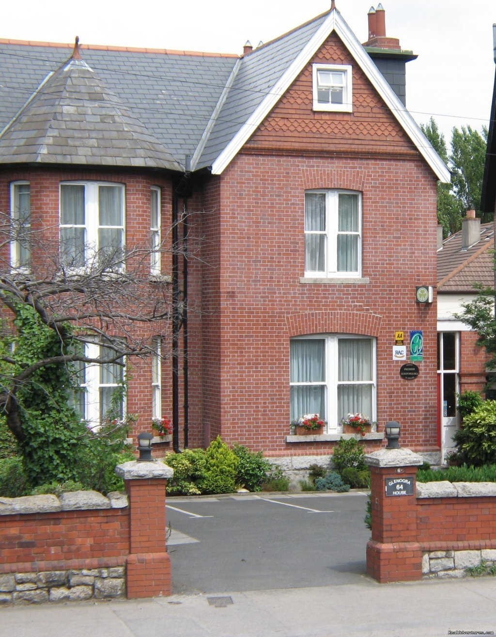 A warm welcome awaits you at Glenogra, a 4 star guesthouse. Set inside an elegant Edwardian period house circa 1896, our relaxed and informal ambiance makes it the perfect place to stay for business or pleasure. Located in Ballsbridge, just 10 minute