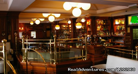 Tranquil break in Killarney Oaks Hotel: Acorn Bar