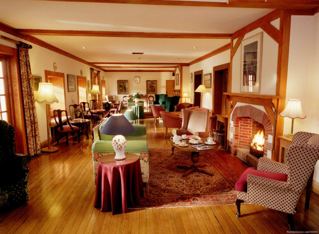 Original House - Long Lounge. | Image #6/9 | Romantic country House Hotel by the sea.
