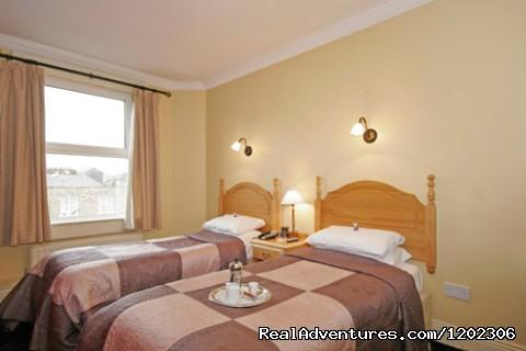 O'Sheas Hotel: