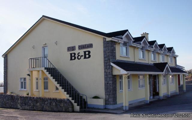 Tigh Chualain Guesthouse and Pub: