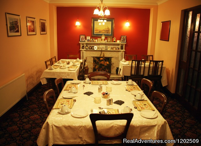 - Tigh Chualain Guesthouse and Pub