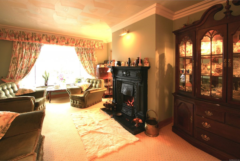 Guest Lounge | Image #2/8 | Idyllic Ring Of Kerry  B&B at Willow Lodge