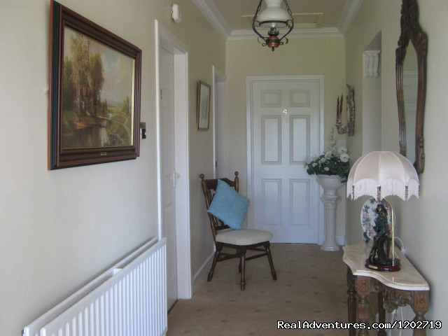 Lobby - Dirreen House