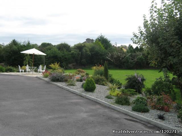 Garden area - Dirreen House
