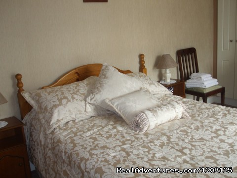 peace and relaxation in restful Keppel's Farmhouse: Bedroom 1 at Keppel's Farmhouse, Avoca