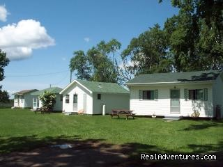 - Parkview Motel & Cottages