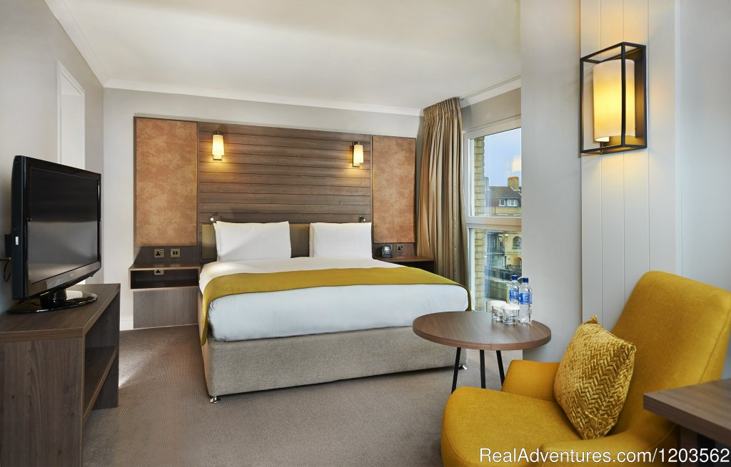 King Deluxe Room | Image #18/25 | DoubleTree by Hilton London - Docklands Riverside