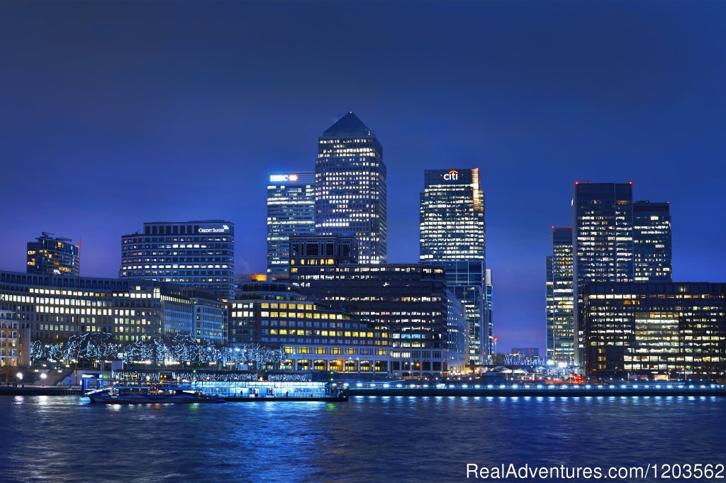 Night view | Image #2/25 | DoubleTree by Hilton London - Docklands Riverside