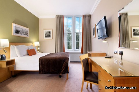 Double Deluxe Guest Room - Hilton London Hyde Park