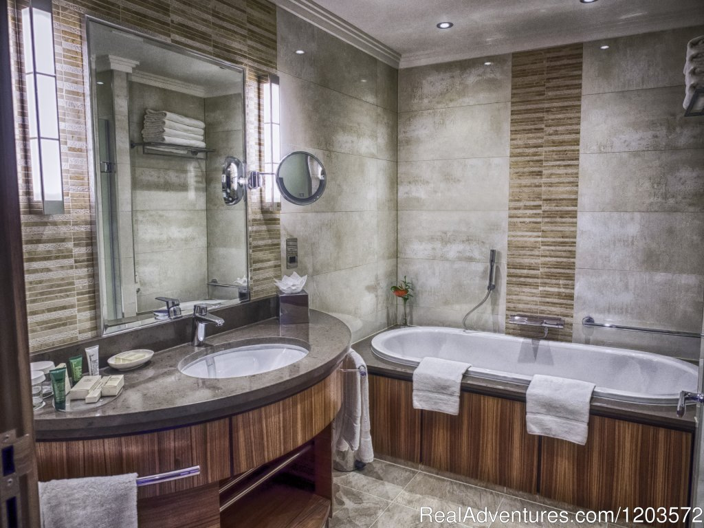 GWR Tower Room Bathroom | Image #7/19 | Hilton London Paddington