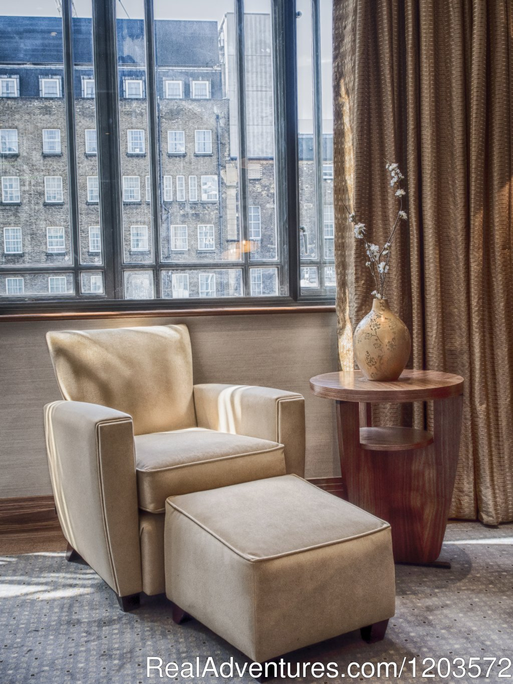 Relaxing Chair in GWR Tower Room | Image #6/19 | Hilton London Paddington