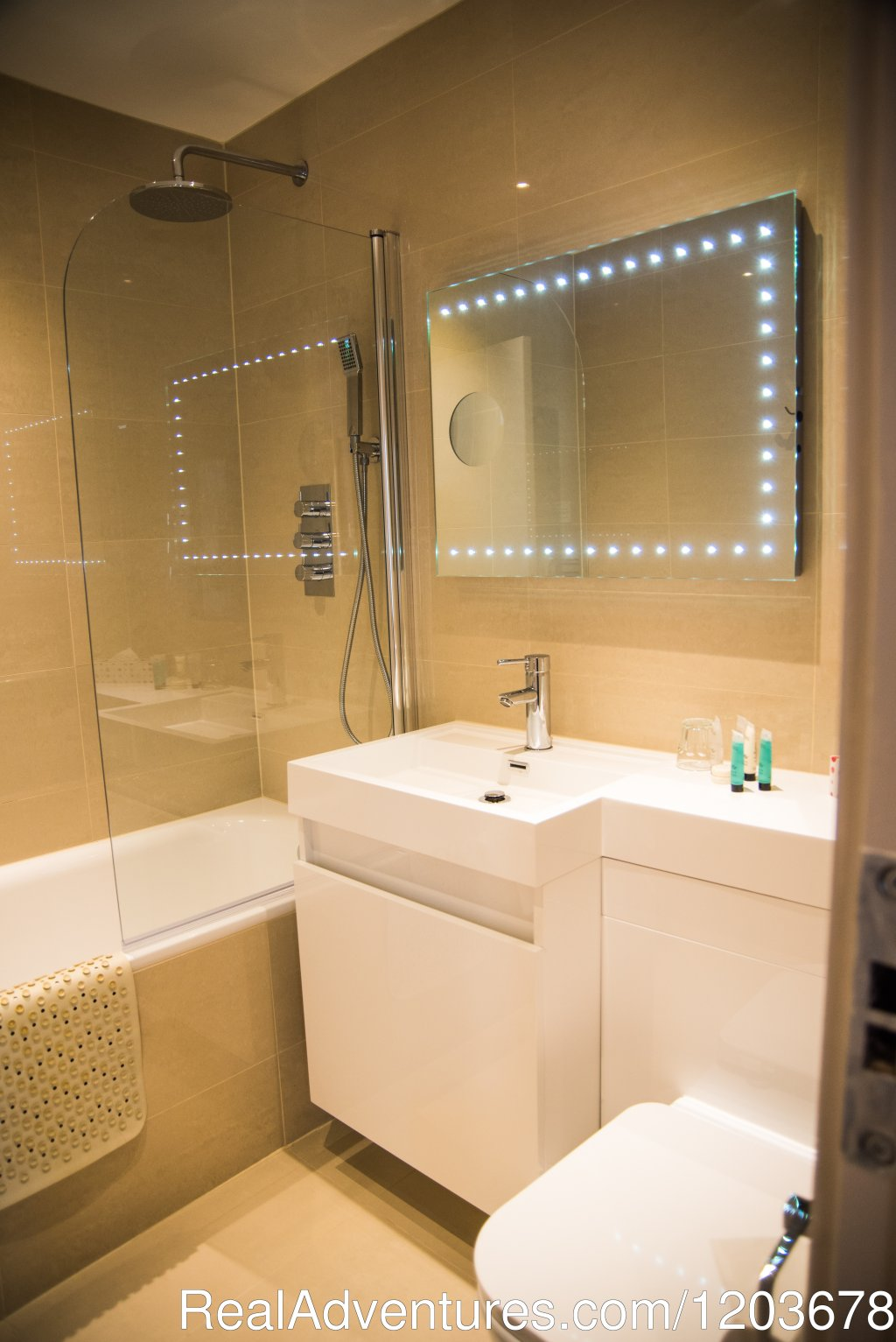 Executive bathroom | Image #6/10 | London Lodge Town House Hotel