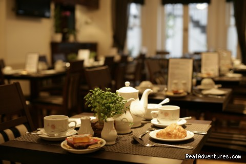 Breakfast service - London Lodge Town House Hotel