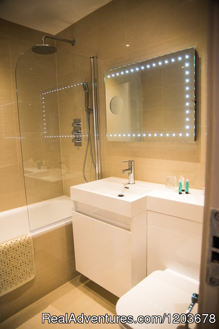 Executive bathroom - London Lodge Town House Hotel