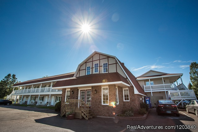 Main Building - Canada's Best Value Inn & Suites