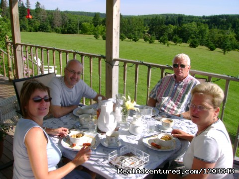 Guests dine with a view to die for at Bonshaw Breezes B&B - Bonshaw Breezes B&B