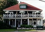 Colonial Charm Inn Bed & Breakfast: