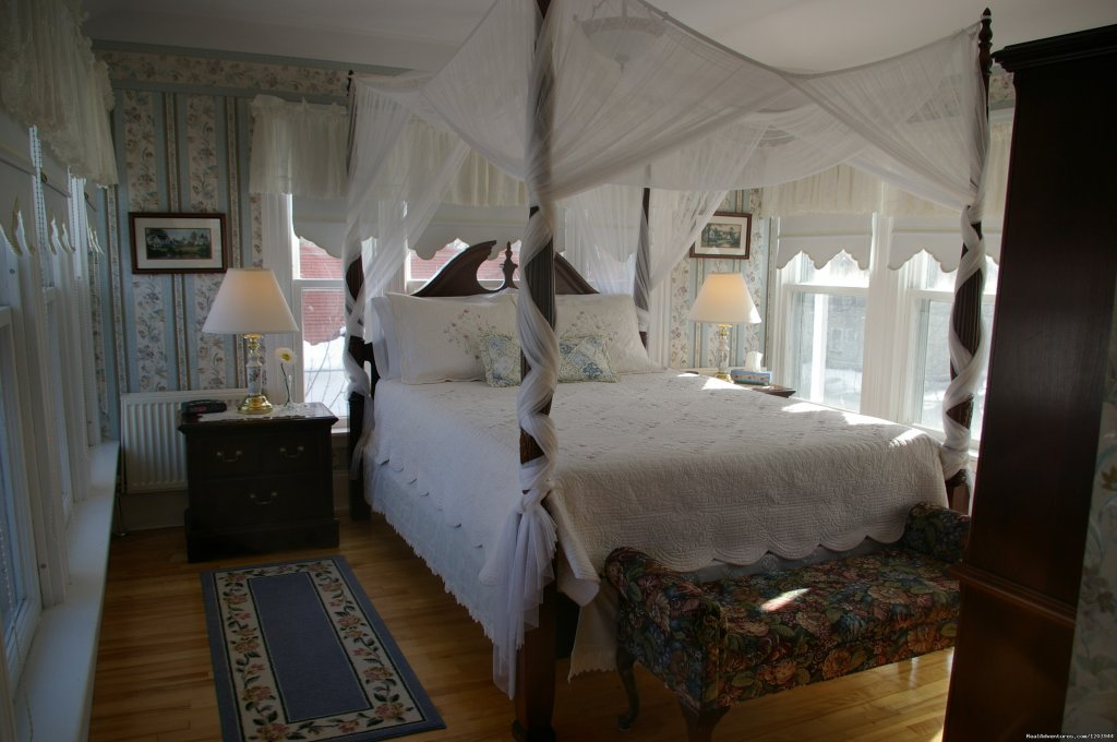Victoria guestroom | Image #4/9 | The Dawson House... Truly intriguing