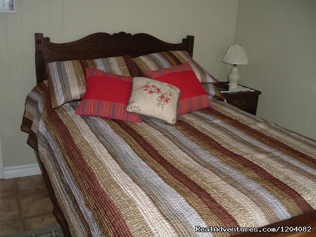 Rosewood cottage bedroom - Highlyn View Chateau - Clean,comfortable cottages