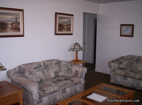3 Bedroom Cottage - Livingroom - Warren's Beachfront Cottages